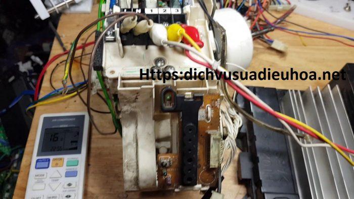 kiểm tra bo mạch cục nóng điều hòa Panasonic lỗi H11